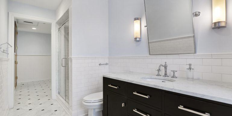 Exec Suite Bathroom