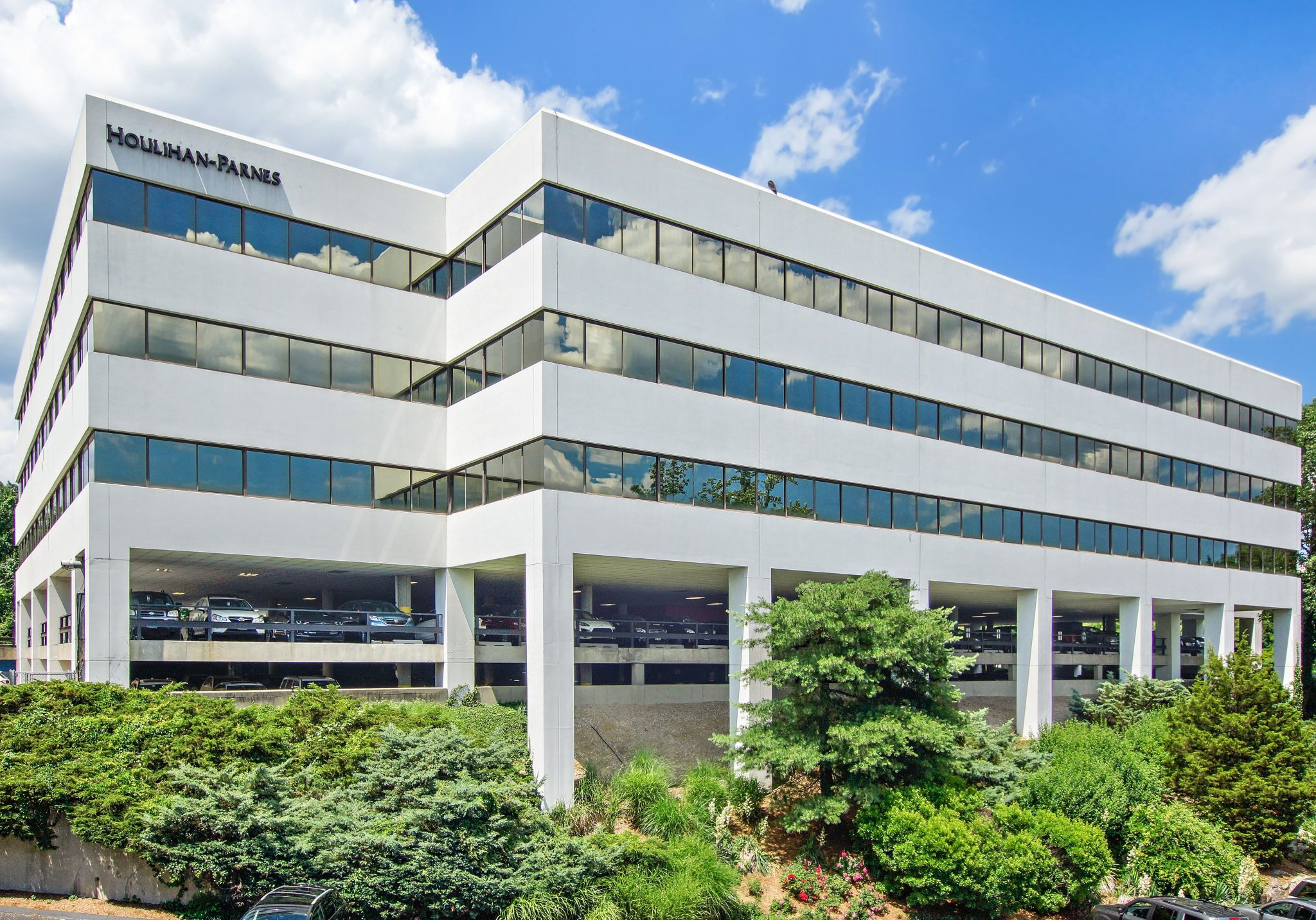 4 West Red Oak Lane – White Plains, NY 10604 – 4,103 sq. ft.
