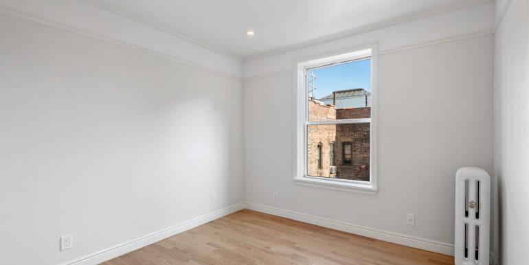 Small Bedroom (3)